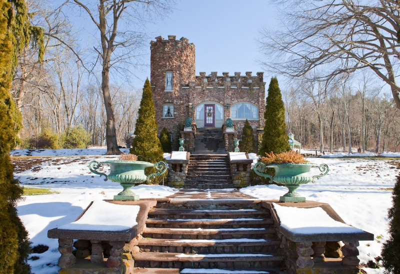 Airbnb Castle in Ellington