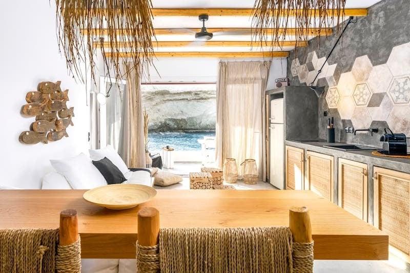 Airbnb in Milos