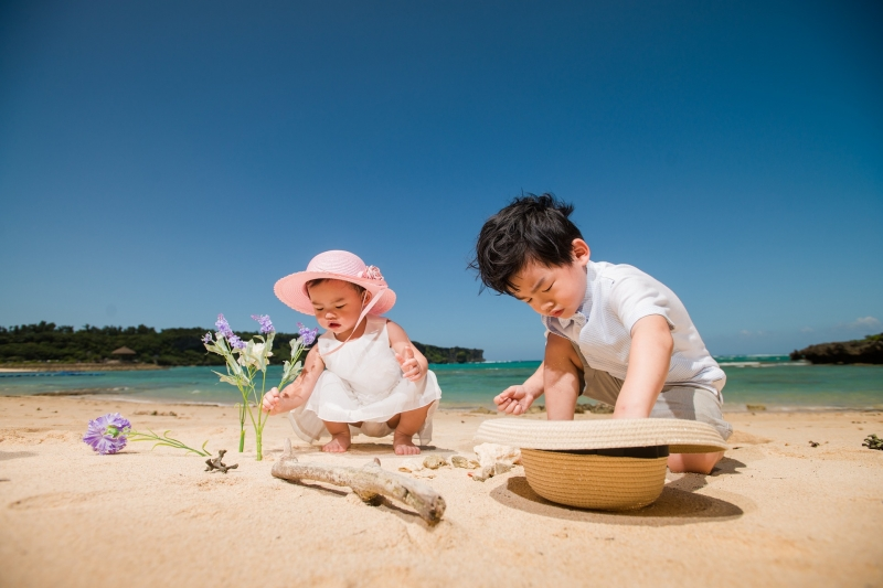 pros and cons of taking kids abroad