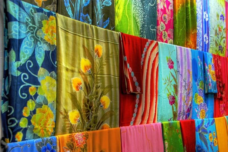souvenir jakarta: batik