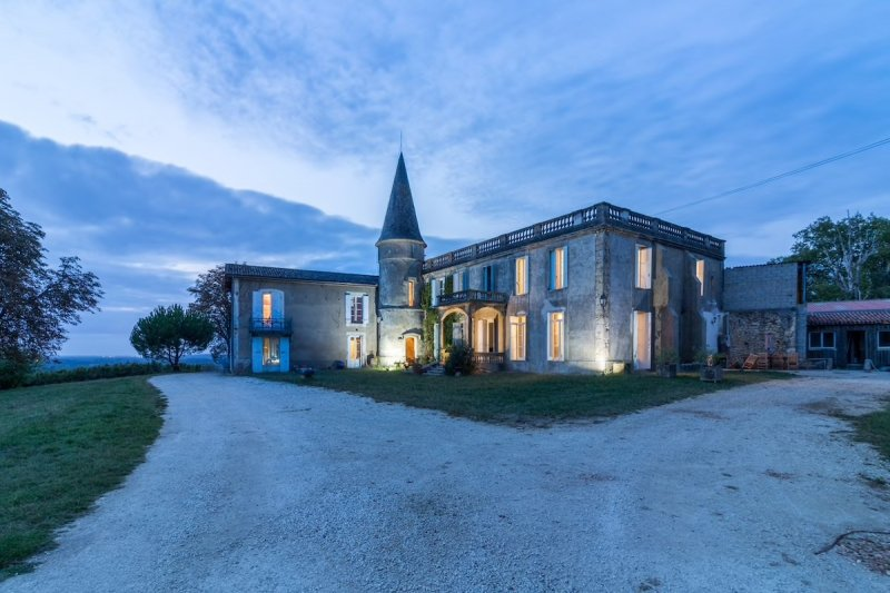 Airbnb Castle: Bastane in France