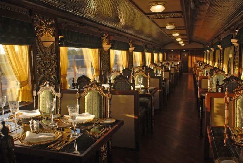 dining carriages in luxury trains