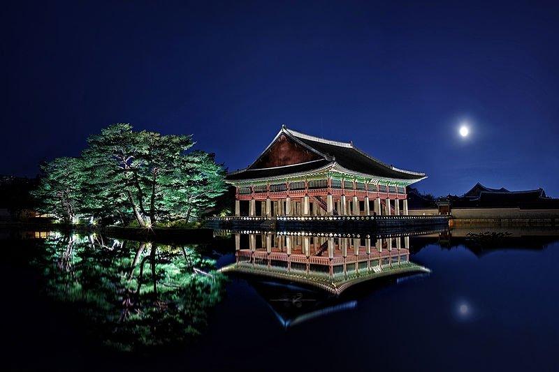 nighttime view of Gyeongbokgung Palace