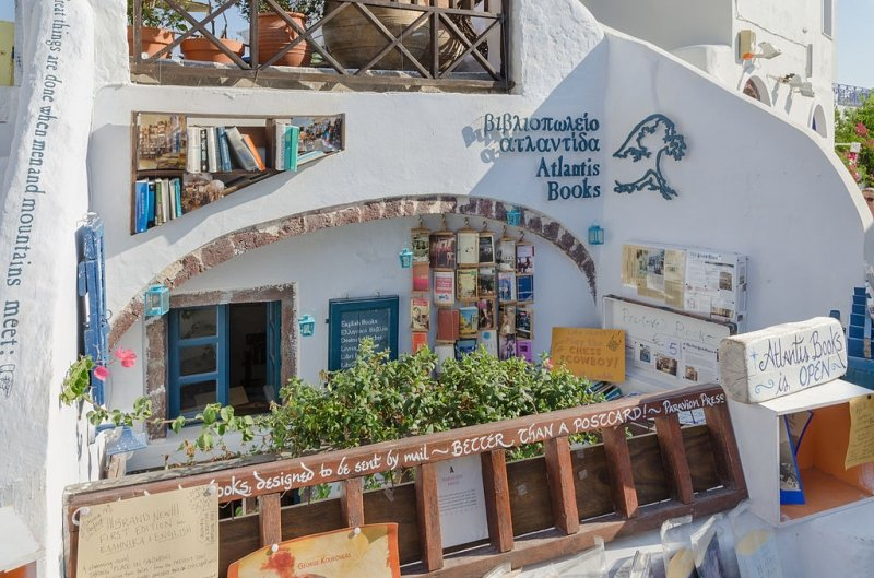 things to do in santorini: atlantis books