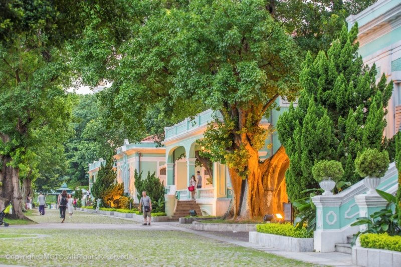 Traditional pastel-coloured houses — Filipinos have to visit Macao to see these!