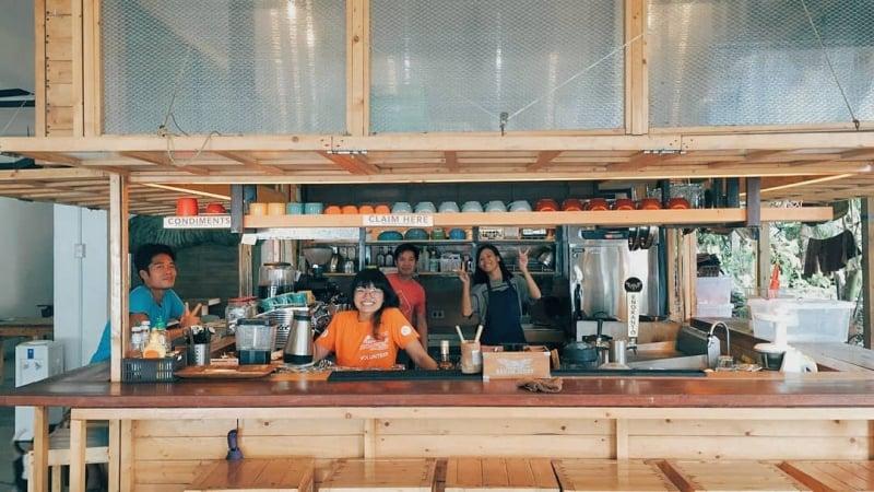 restaurants in la union: clean beach