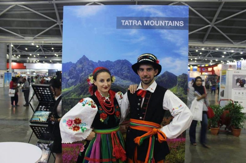 poland cultural costumes at natas travel fair