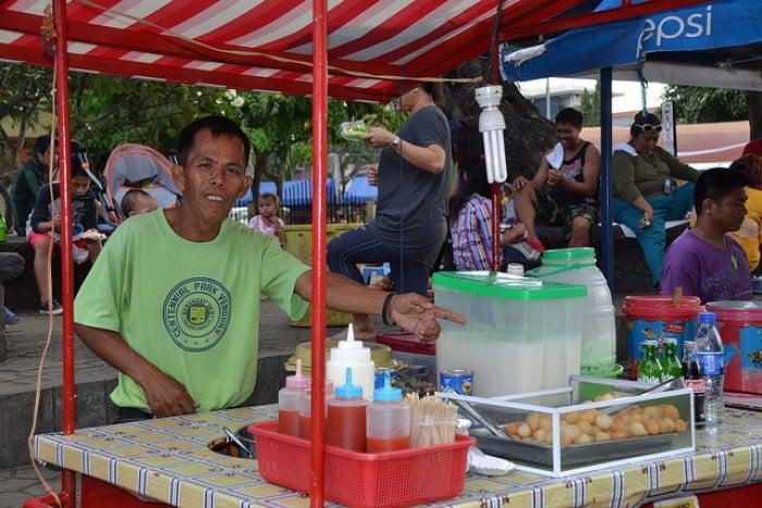 Filipino street food vendor