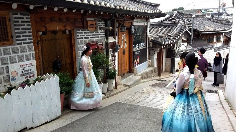 things to do in bukchon hanok village