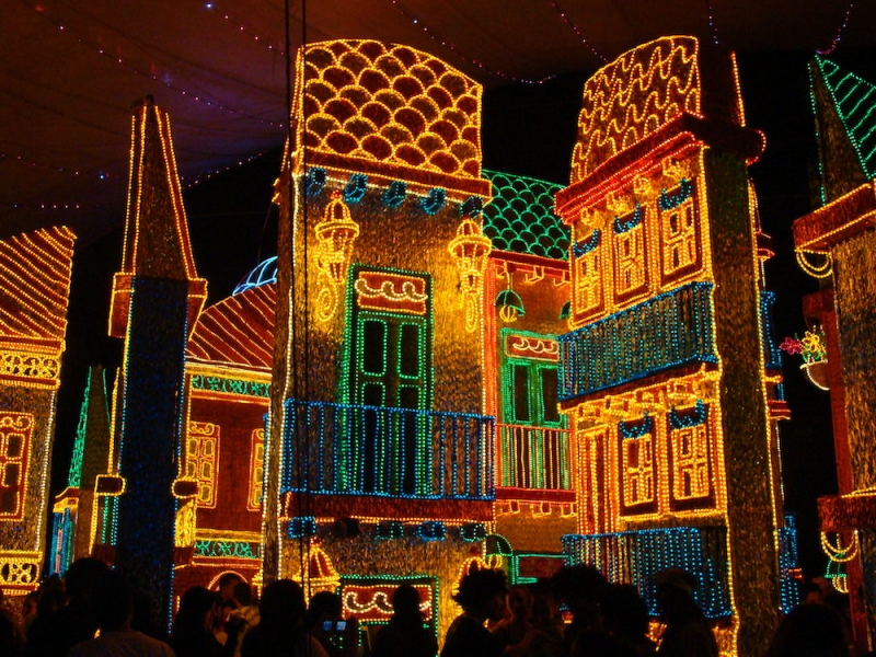 Christmas Light Displays Around the World: El Alumbrado