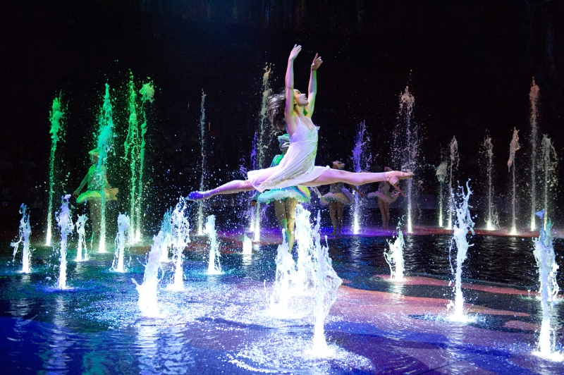 A woman dancing over water — Filipinos have to visit Macao to witness this!