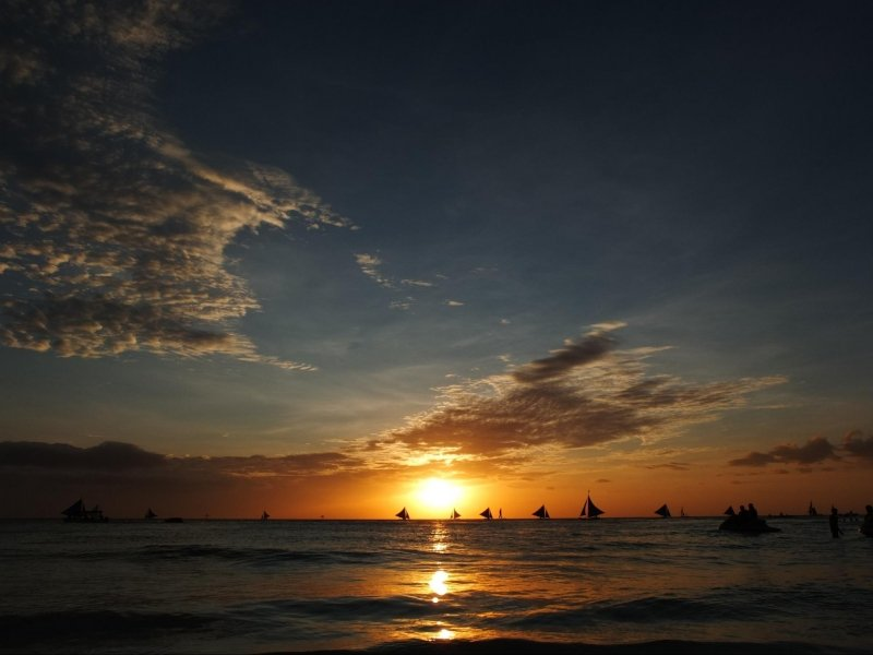 things to do in boracay: watch the sunset