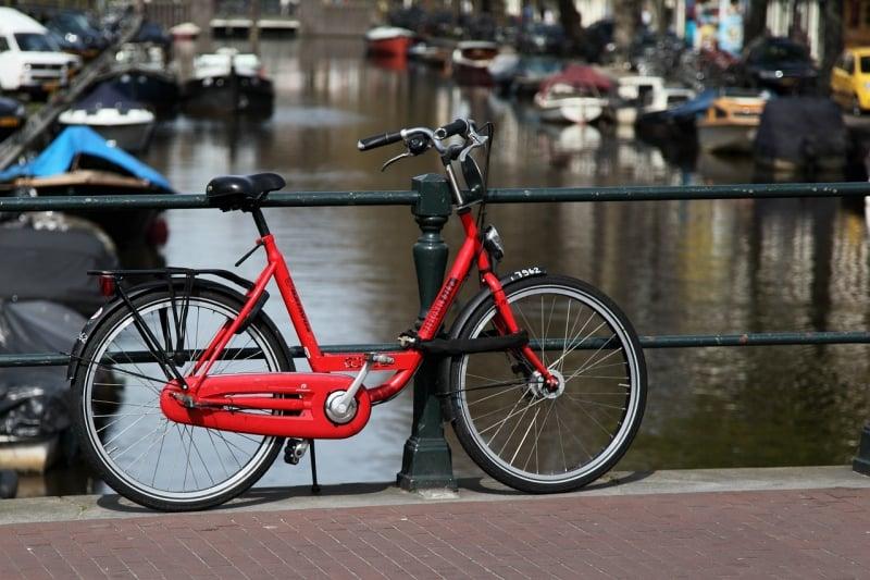 Du học sinh tại Châu Âu xe đạp