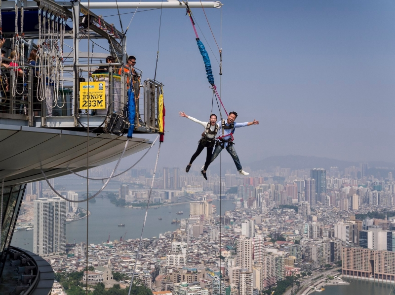 People smiling while hovering over the city — Filipinos have to visit Macao to do this!