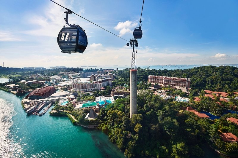 cable car above resorts world sentosa