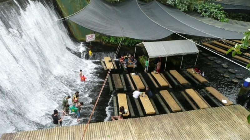 Chơi gì ở Philippines Nhà hàng thác nước Labasin
