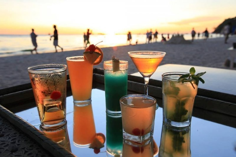 things to do in boracay: happy hour