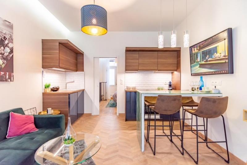 paris airbnbs