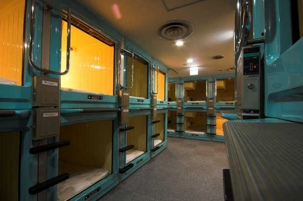 Khách sạn con nhộng (Capsule hotel)