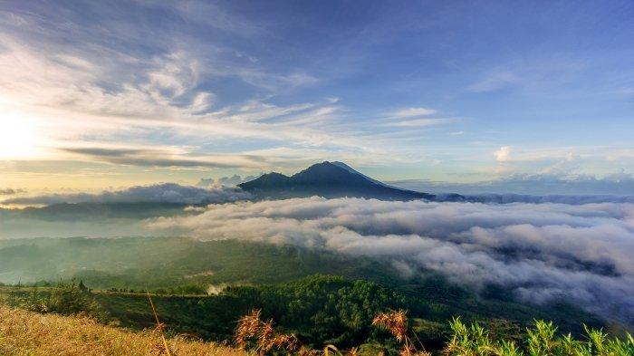 10 Gunung Indonesia Dengan Pemandangan Mempesona