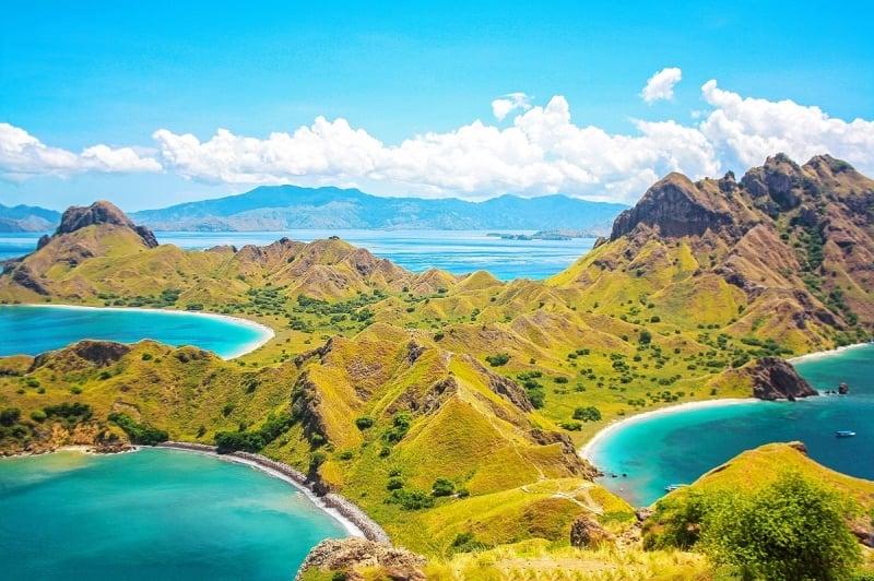 padar island during peak season