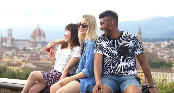 reasons travel with contiki