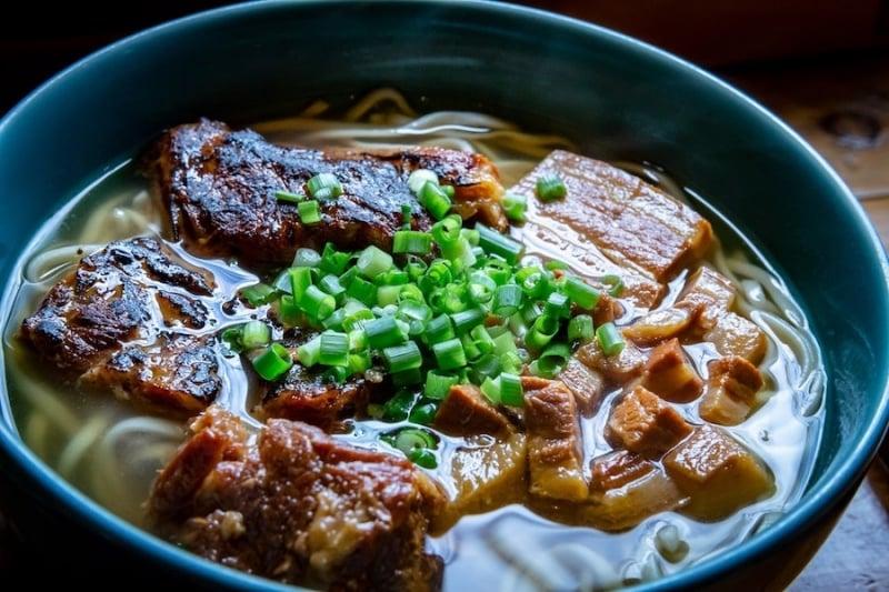 Polite Asian gestures: Slurping noodles in Japan