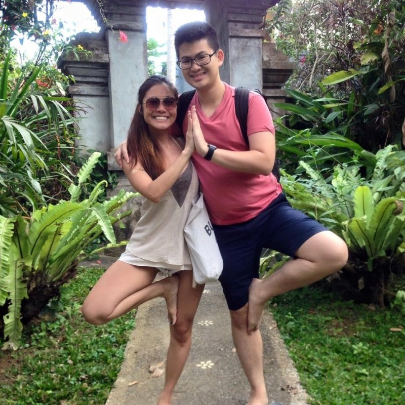 5 Types Of Couple Poses To Strike During A Trip Abroad