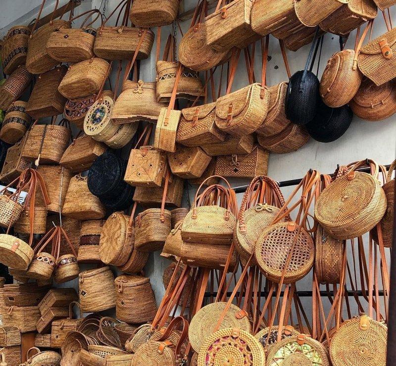 bali souvenirs: rattan bags