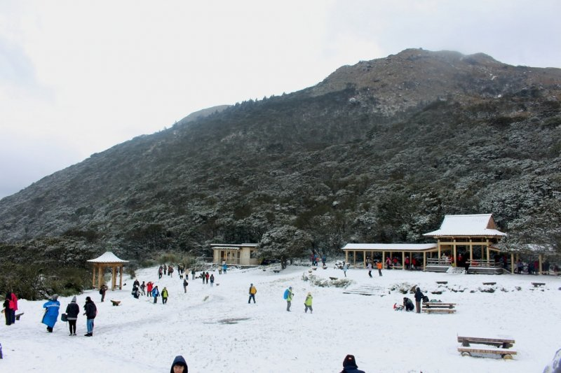 10 Visa-Free Countries Where Filipinos Can Experience Snow