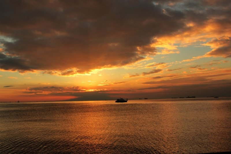 watching the sunset at manila bay is one of the best loved things to do in manila