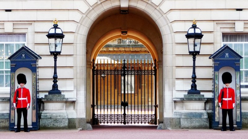 things to do in london: buckingham palace