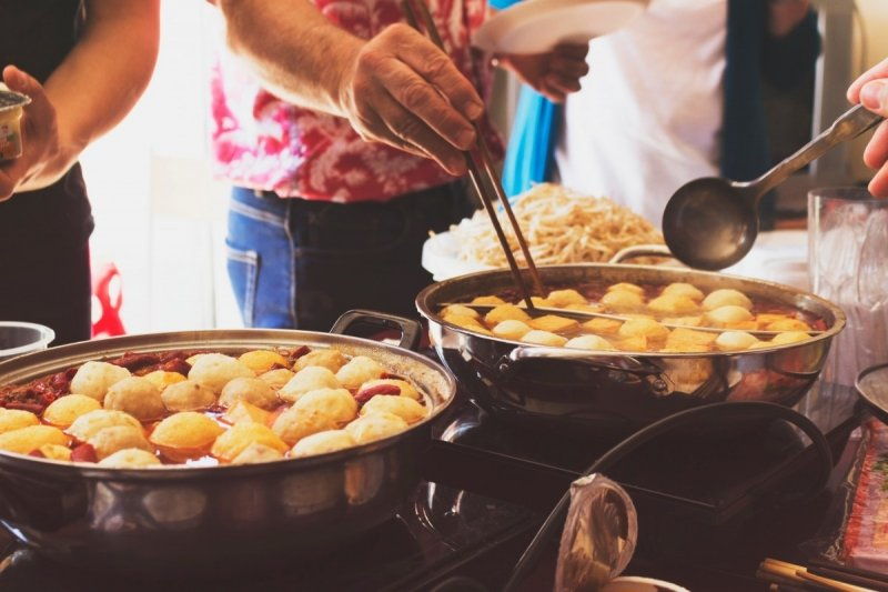 things to do in manila: eat street food