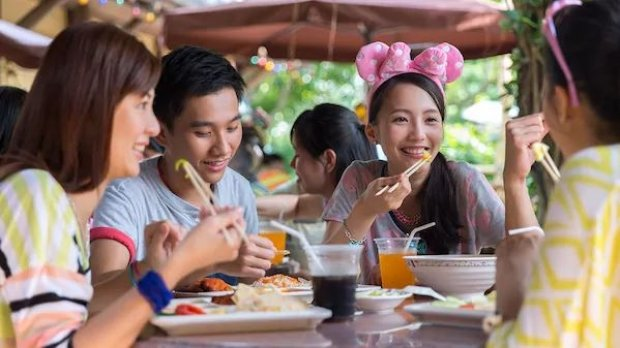 """Play and Dine"" Ticket Offer at Hong Kong Disneyland"