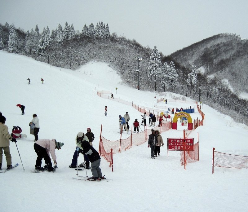 skiiers at gala yuzawa