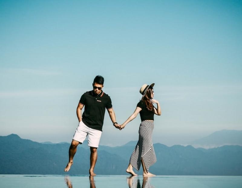 8 Habits Ng Travelling Couples Na Nakakainis Na Talaga!