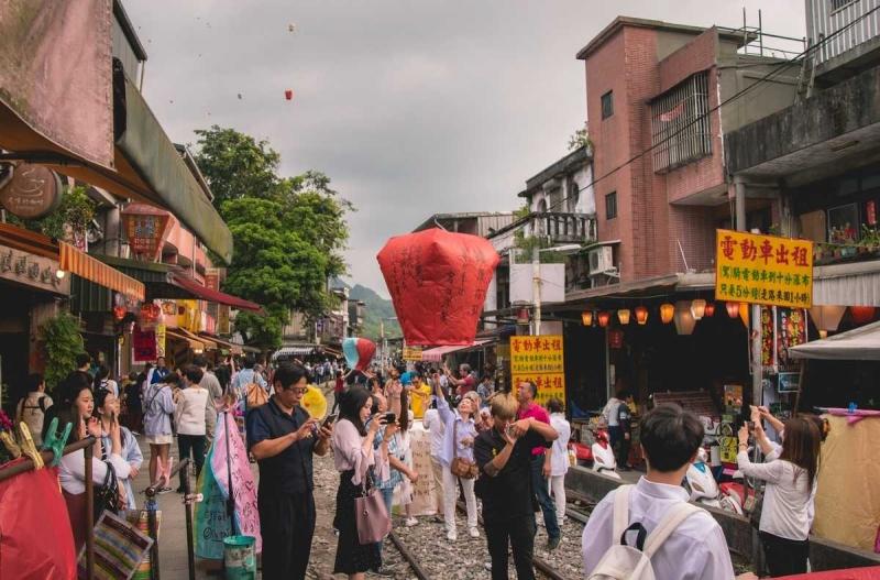 sky lantern at shifen old street