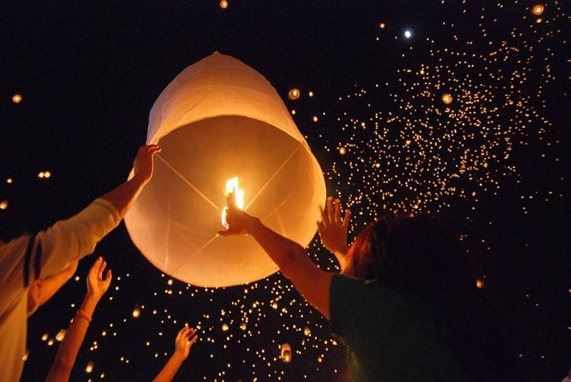 asia lantern festivals yi peng thailand