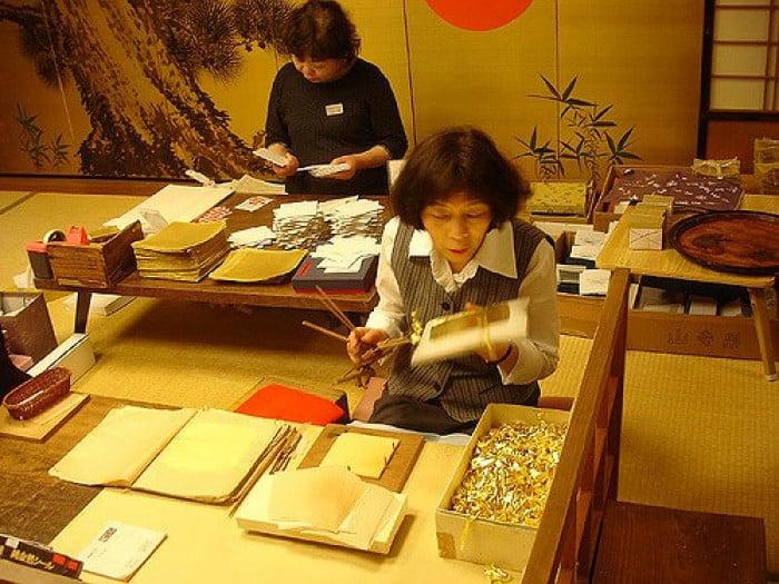Chơi gì ở Nhật Bản?: Học cách làm vàng lá